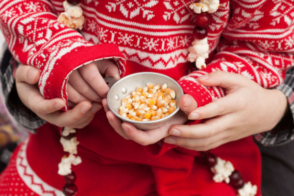popcorn christmas garland